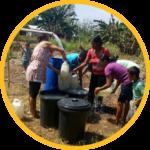 warga lebih mudah mengambil air bersih dengan bantuan pompa air tenaga surya
