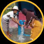 pompa air tenaga surya memudahkan warga mendapatkan akses air bersih