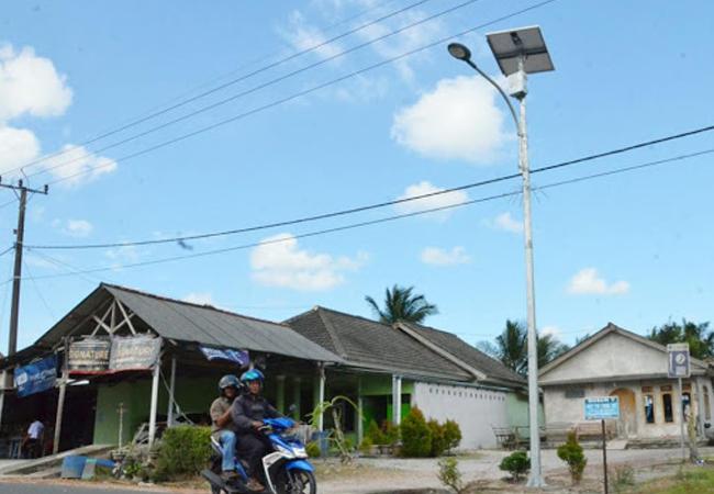 lampu jalan tenaga surya panel surya